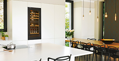 EuroCave Inspiration range - A wine cabinet with all high-end standard equipments. Flush-fitted or built-in, this wine cabinet can fit perfectly in all the kitchen and complete your kitchen design. 5 year guarantee.