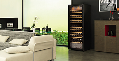 EuroCave Pure range - single temperature, 2-temperatures or multi-temperatures wine cabinets - This range offer the choice between : wine maturing, wine service or both.