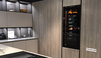 Interior designers, kitchen designers, do you want to display EuroCave's flush-fitted and built-in wine cabinets in your showroom and sell them to your customers? Enquire about the special conditions reserved for you.