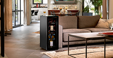 EuroCave Tête à Tête range - wine cabinet small size - to have at your disposal wine bottles at the right drinking temperature, ready for serve. It preserve your opened bottles from oxydation.