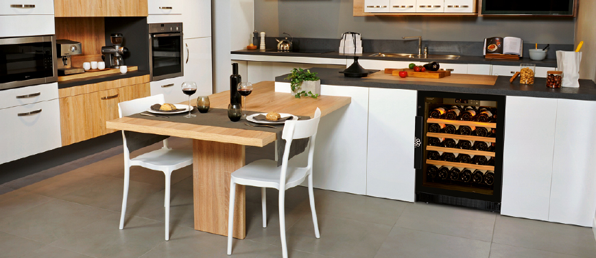 Compact range - Flush-fitted wine cabinet for the kitchen