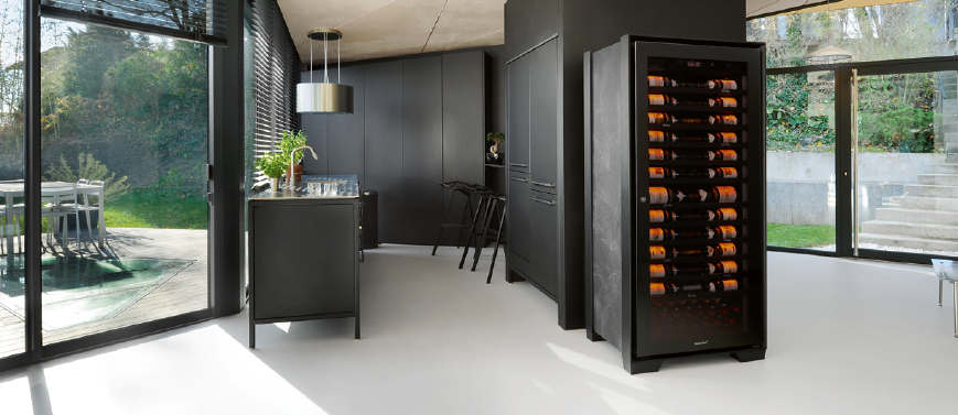 Royale range – 1-temperature wine cabinet for an optimal maturing of wines.