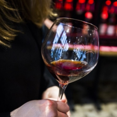 How to choose the perfect wine to offer?
